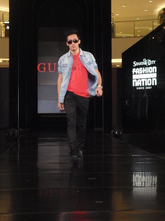 Model Catwalk Pria Salah Satu Model Pria Yang