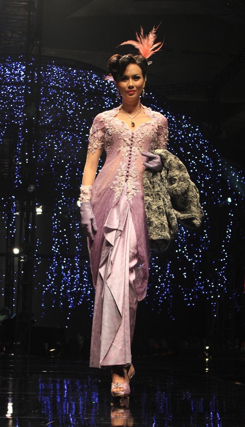Model Baju Kebaya Adjie Notonegoro Terbaru