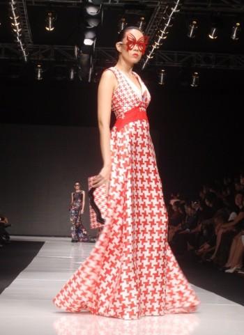 The pattern of this dress is look like suriken ya? . Model: Listy