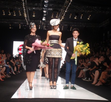 After Finale Sebastian Gunawan at Opening JFW 2013. Model with The Designer: Michelle Samantha
