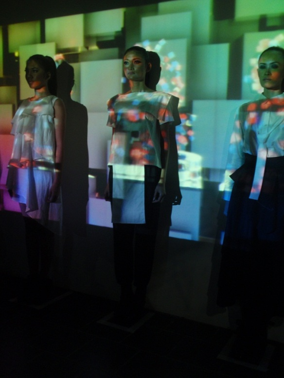 "Uniquely Video Mapping at Danjyo-Hiyoji Spring/Summer 2013 ""Asymmetry"""