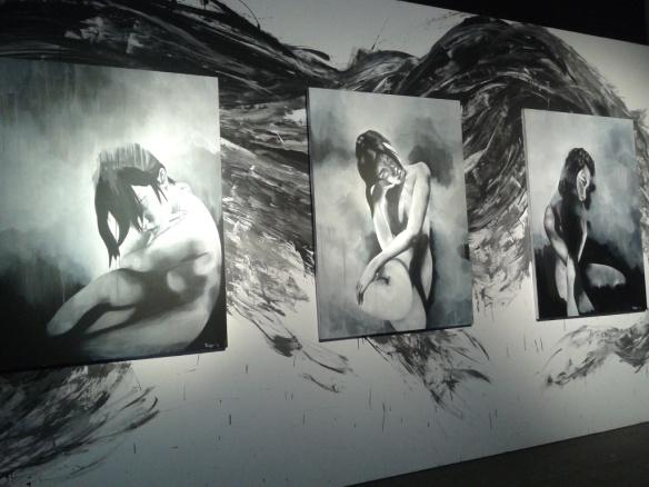 "Lukisan hitam putih figure perempuan karya Talitha Maranila ""Penumbra, 'Half Shadow' ""."
