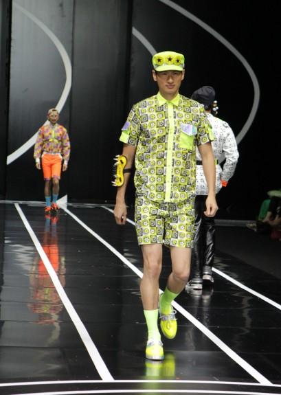 Koleksi busana pria siap pakai Andreas Wen yang terinspirasi oleh cabang olahraga Sepakbola. Model: Richard Fiando