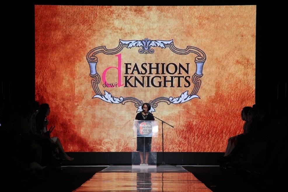 Pidato Penutupan Jakarta Fashion Week 2014 oleh Svida Alisjahbana